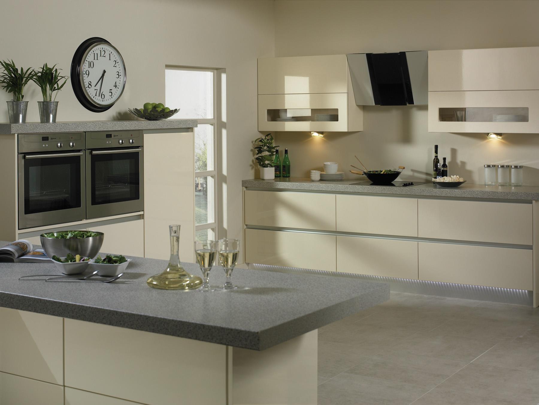 German cream kitchen for Cream kitchen designs photos