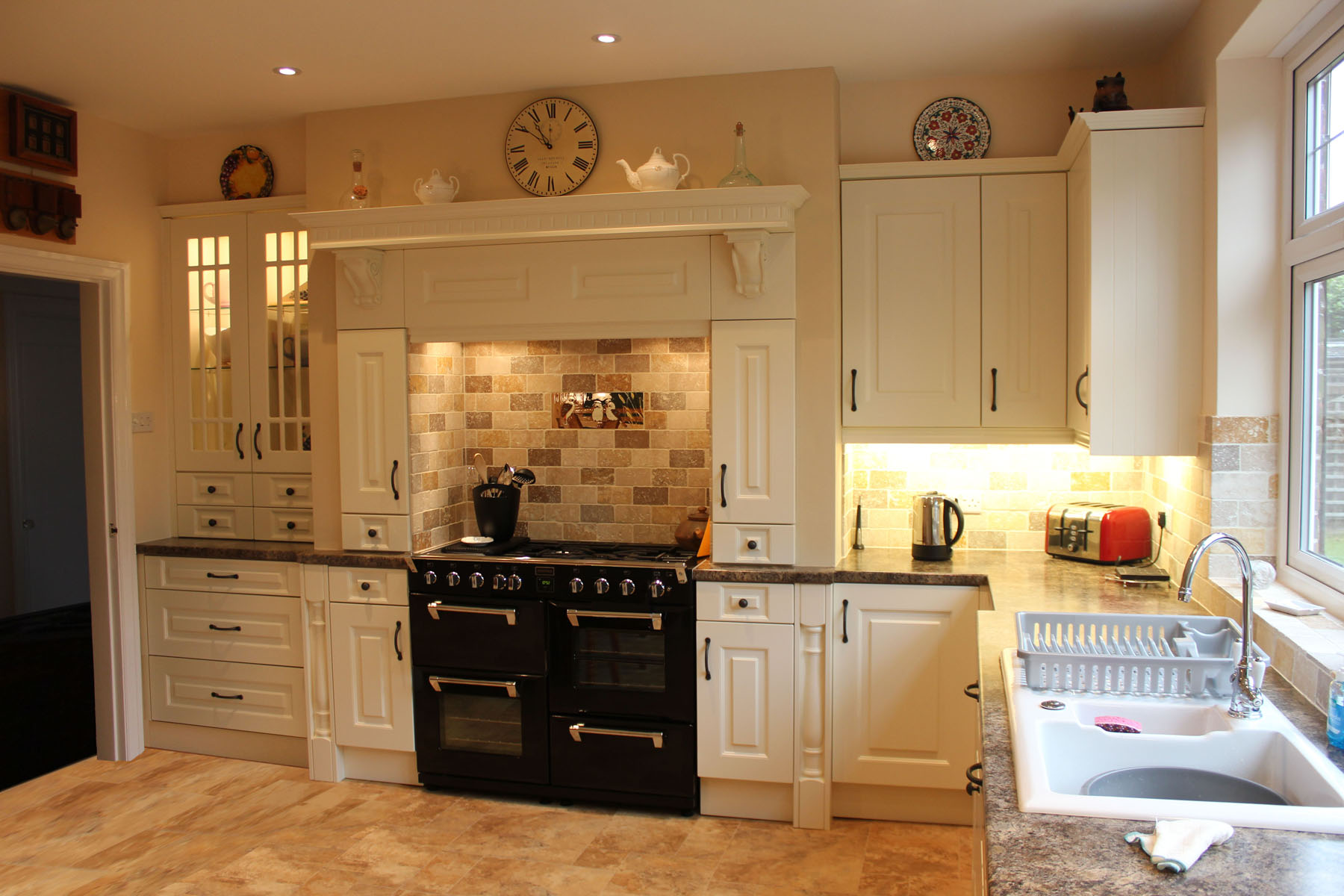 Traditional cream Kitchen