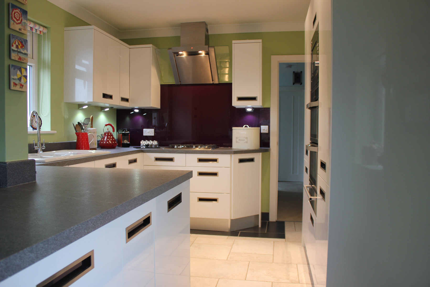 White Gloss kitchen with recessed handles