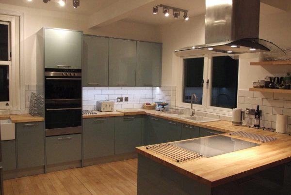 metallic-blue-gloss-kitchen