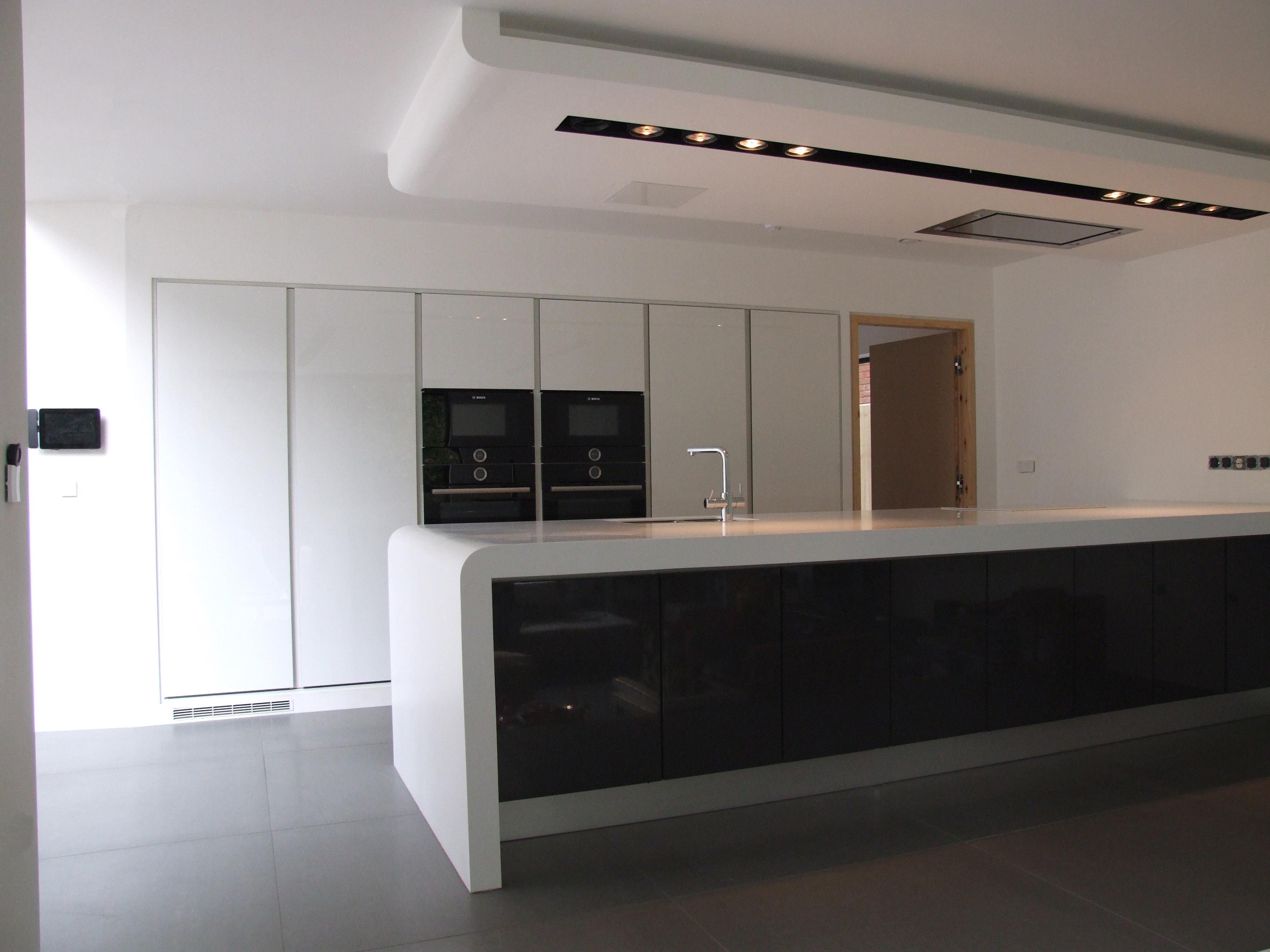 white-gloss-kitchen-design